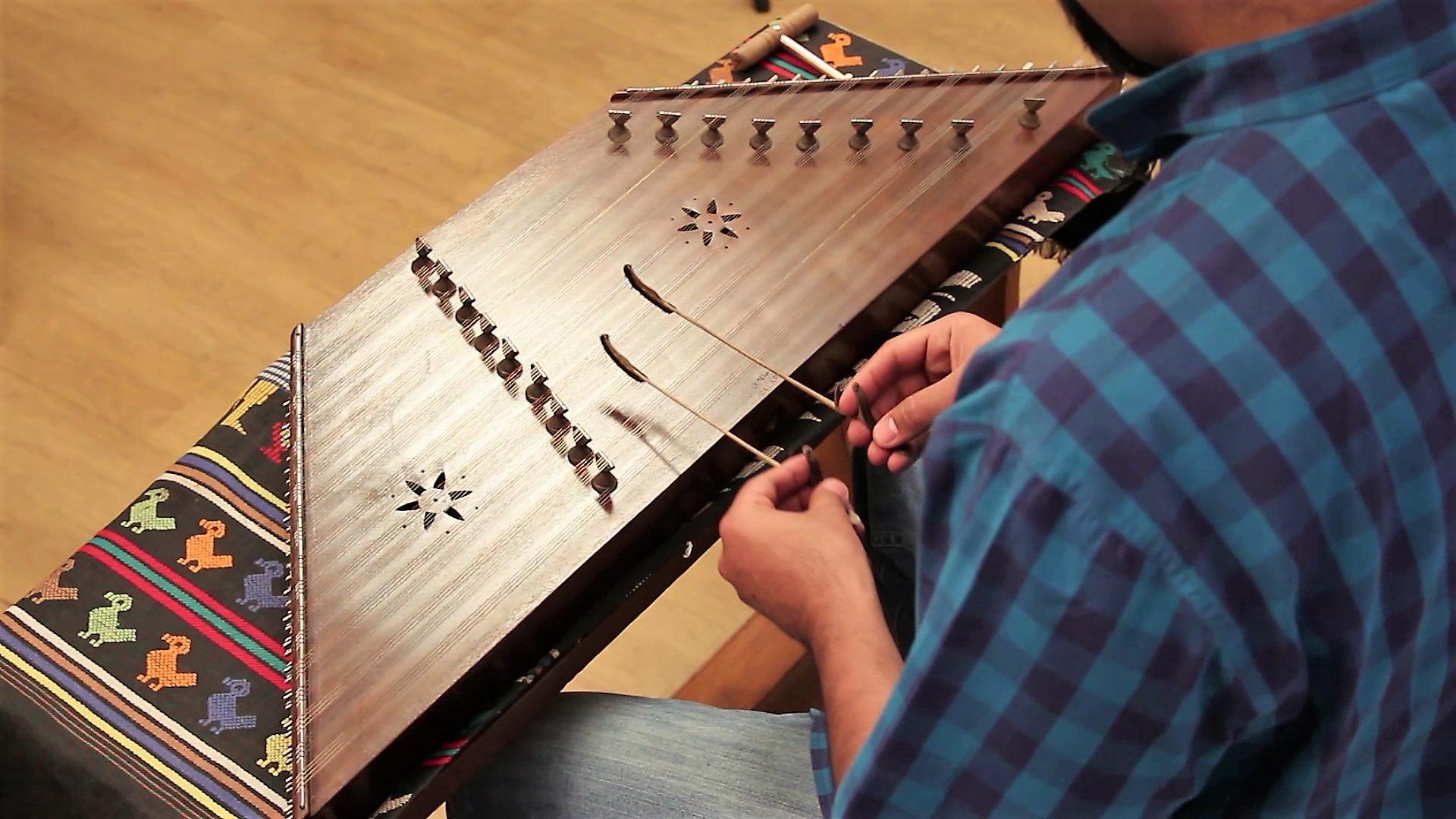 سنتور یکی از سازهای موسیقی اصیل ایرانی