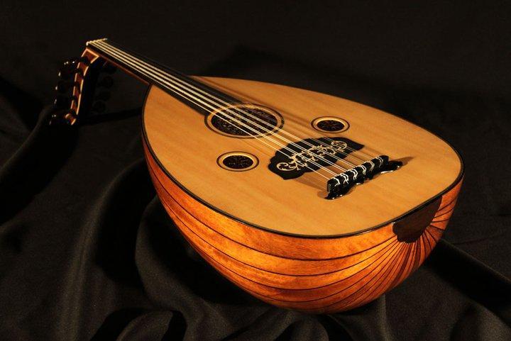 ساز خوش صدای ایرانی عود یا بربط