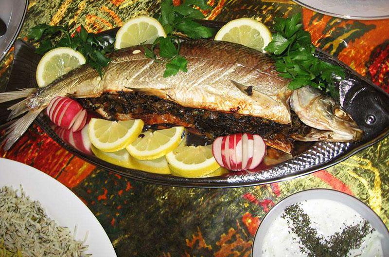 طرز تهیه سبزی پلو با ماهی شکم پر (ویژه شب یلدا)
