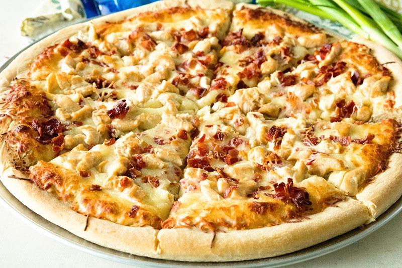 طرز تهیه پیتزا با مرغ و بادام