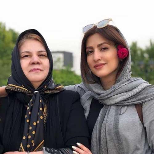 سمیرا حسینی و مادرش