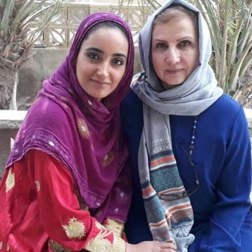 عاطفه خازنی پور در کنار زهرا سعیدی