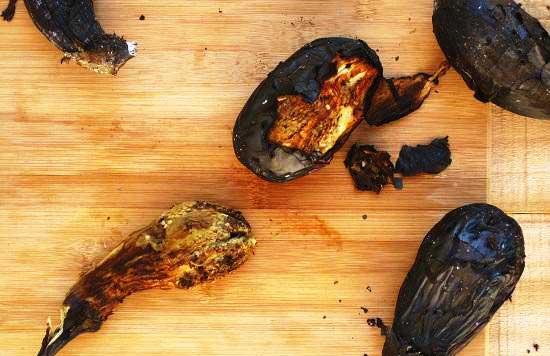 چطور پوست بادمجان کبابی را بکنیم